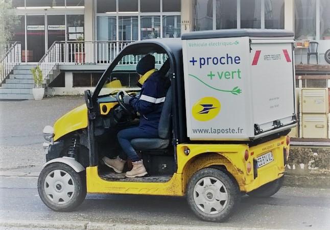 La Poste de Saint-Julien s'est équipée en voiturettes électriques